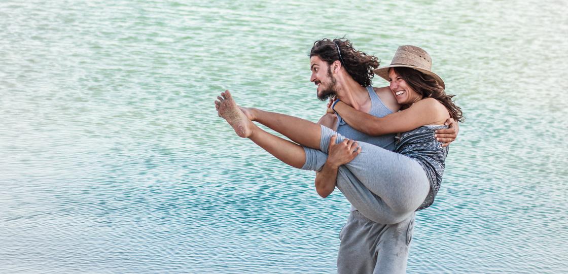 http://wetravelandblog.com, jade, gabriel, life, love, adventure, blue, couple, couple having fu, beach, beach life, beach bum