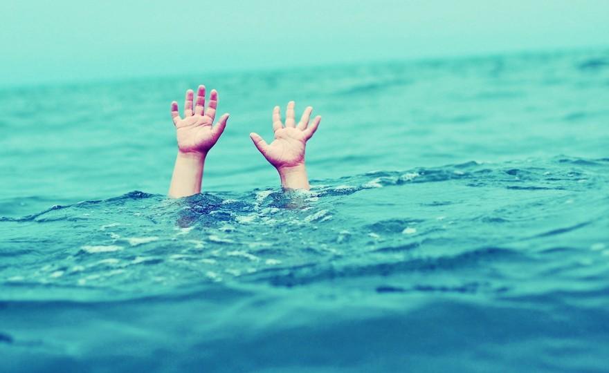 drowning-hands-toolate-allhint.ru_
