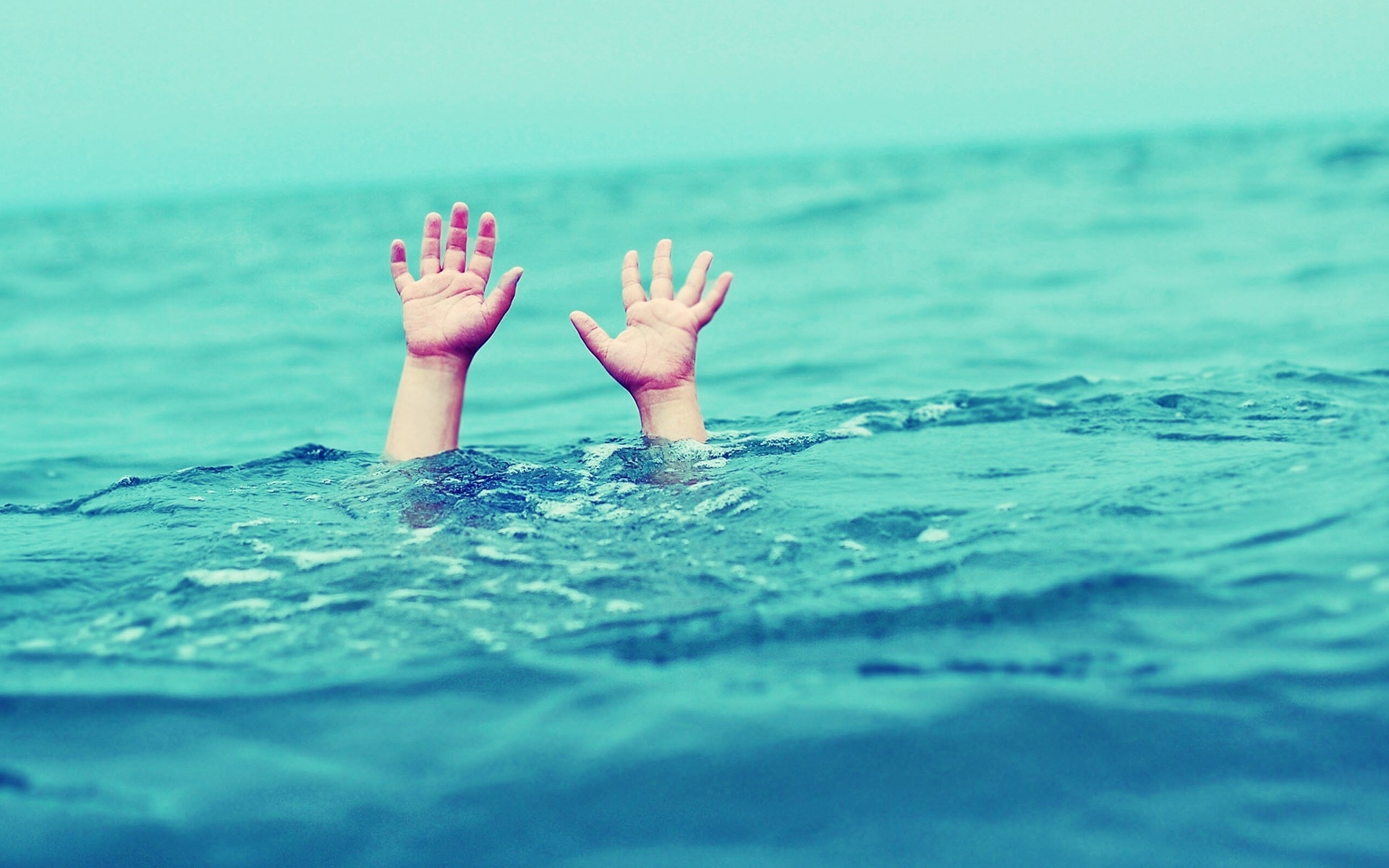 drowning-hands-toolate-allhint.ru_
