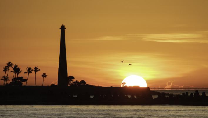 sunrise, birds, light tower, travel photography