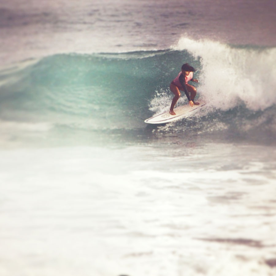 surf, girl surfing, blue, pink, retro, wave, swell, http://wetravelandblog.com