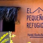 pequeño refugio, hostel, las galeras, writing on the wall