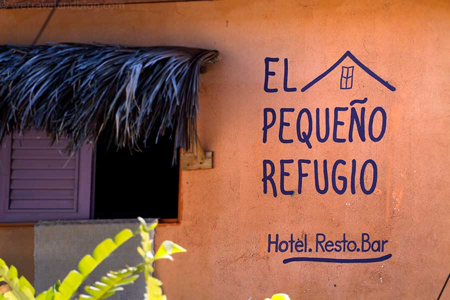 pequeño refugio, hostel, las galeras, writing on the wall