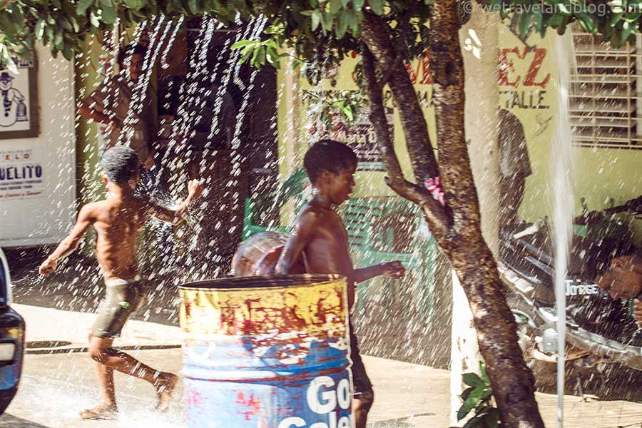 children playing with a broken water main in Las Galeras