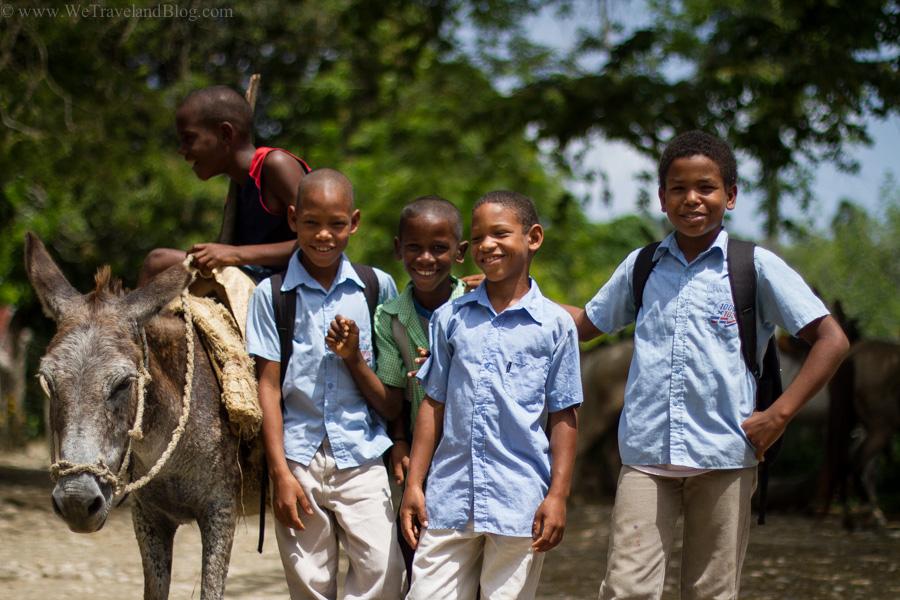 donkey, transport, local life, dominican life, kids in school uniform, school, third world education, http://wetravelandblog.com
