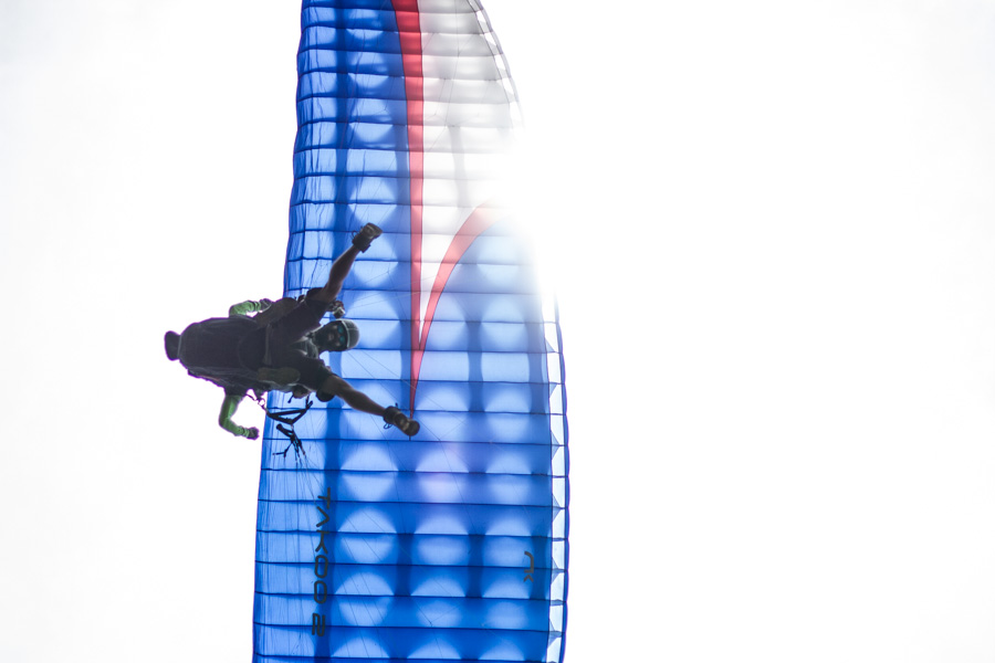 paragliding, contre jour, silhouette, blue, sun, sundhine, flying tony, flying, above, ahttp://wetravelandblog.com